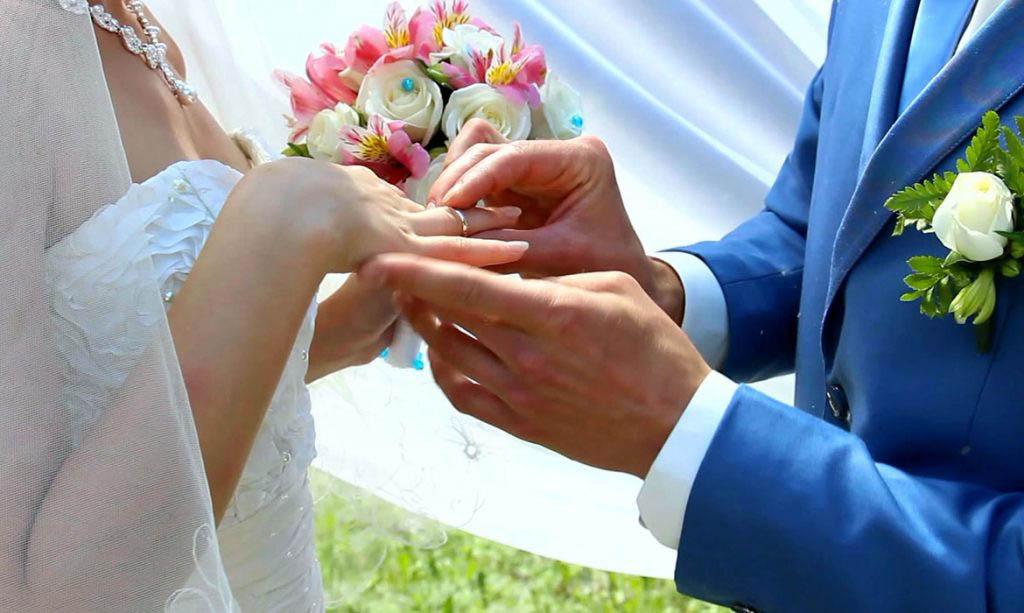 Получение гражданства России по браку